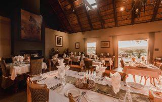 Hlosi-Game-Lodge-Xscape4u-Dining-Room-Amakhala-Game-Reserve