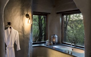 Bathrooms-at-andBeyond-Phinda-Rock-Lodge-Xscape4u