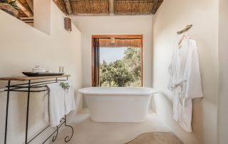bukela_game_lodge_-Luxury-Suite-Amakhala-Game-Reserve