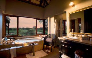 Lion-Sands_Tinga-Lodge_Xscape4u-Suite_Bathroom