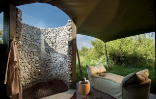 Outdoor-shower-of-andBeyond-Ngala-Tented-Camp-Xscape4u