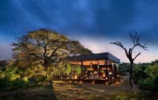 Extended-dining-deck-at-andBeyond-Phinda-Vlei-Lodge-Xscape4u