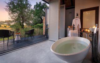 Chitwa-Xscape4u-Charlsey-suites-bathroom-Sabi-Sand-Game-Reserve