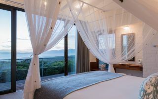 Grootbos-forest-lodge-Xscape4u-suite-34-bedroom