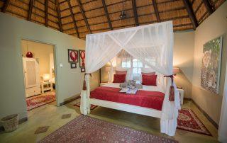 Kambaku-Safari-Lodge-Suite-Xscape4u-Bedroom-Timbavati-Game-Reserve