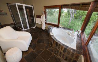 Kambaku-River_Sands-Xscape4u-Bathroom-Timbavati-Game-Reserve