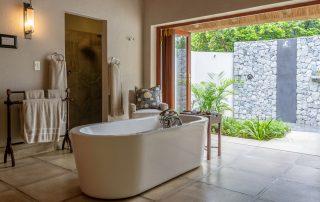 Savanna-Private-Game-Reserve-Xscape4u-Savanna-Suite-bathroom-Sabi-Sand