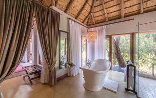 Dulini-lodge-Xscape4u-Suite-bathroom-Sabi-Sand-Game-Reserve