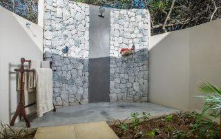Savanna-Private-Game-Reserve-Xscape4u-Luxury-suite-outdoor-shower-Sabi-Sand