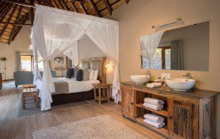 Arathusa-Safari-Lodge-Xscape4u-Suite-bedroom-Sabi-Sand-Game-Reserve