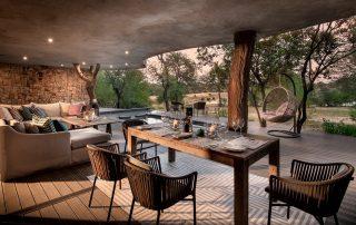 Chitwa-house-Xscape4u-deck-with-elephant-Sabi-Sand-Game-Reserve