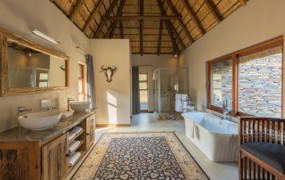 Arathusa-Safari-Lodge-Xscape4u-Suite-bathroom-Sabi-Sand-Game-Reserve