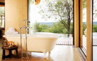 Rora-Molori-Safari-Xscape4u-Lesedi-Premier-Suite-Bathroom