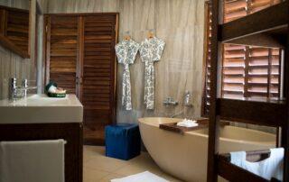 Coral-Lodge-Villa-Bathroom-Mozambique-Xscape4u