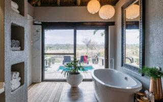 Simbambili-Game-Lodge-Xscape4u-Waterhole-Suite-bathroom-Sabi-Sand-Game-Reserve