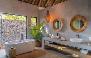 Kambuka-Outdoor-Shower-Elephant-Point-Greater-Kruger-Xscape4u