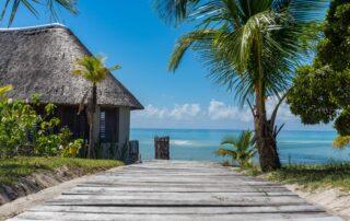 Coral-Lodge-Pathway-to-Beach-Mozambique-Xscape4u