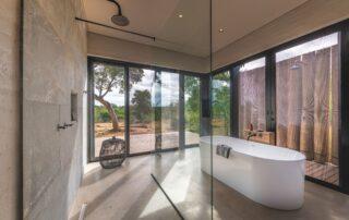 Lumlula-Lodge-Bathroom-Elephant-Point-Greater-Kruger-Xscape4u-s