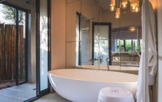 Nkwahle-Bathroom-Elephant-Point-Greater-Kruger-Xscape4u