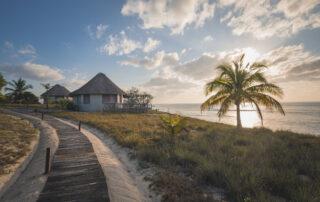 Coral-Lodge-Path-to-Beach-Villas-Mozambique-Xscape4u
