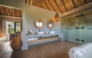 Kambuka-Bathroom-Elephant-Point-Greater-Kruger-Xscape4u