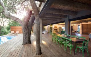 Tamboti-Xscape4u-Villa_Outdoor-Dining-Thornybush-Game-Reserve.