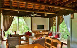 Nibela-Lodge-Sobhengu-Dining-Isimangaliso-Xscape4u