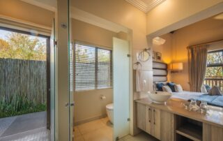 Nyarhi-Lodge-Bathroom-Elephant-Point-Greater-Kruger-Xscape4u