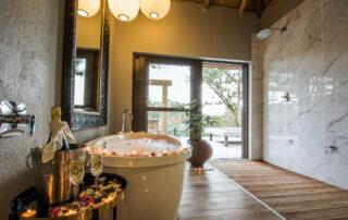 Simbambili-Game-Lodge-Xscape4u-Bathroom-Sabi-Sand-Game-Reserve