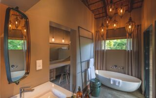 Nkwahle-Bathroom-Elephant-Point-Greater-Kruger-Xscape4u-