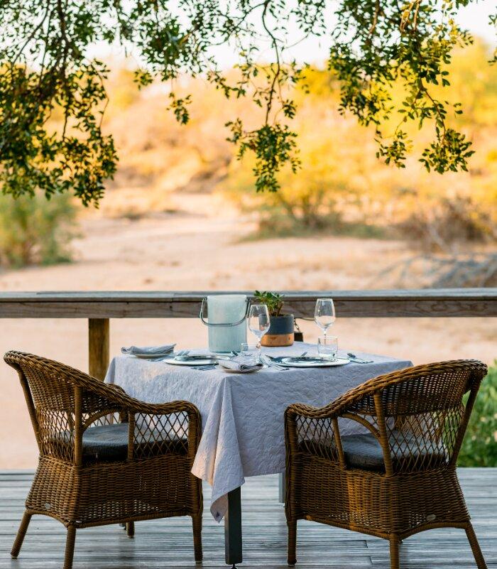 Thornybush-Game-Lodge-Xscape4u-Dining-Thornybush-Game-Reserve